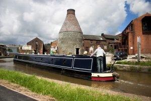Narrowboat next to Stoke kiln